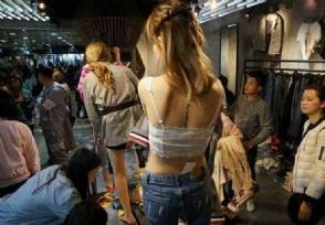 穿版模特月入过万 当众换衣服轻松把钱赚