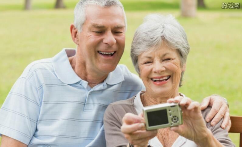 老人要买哪些医疗保险