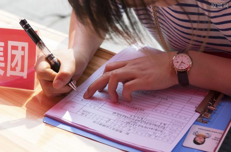 大学生期望的月薪 大学生期盼月薪与实际月薪相差多少