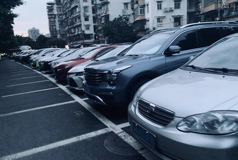 4小孩划花40多台车