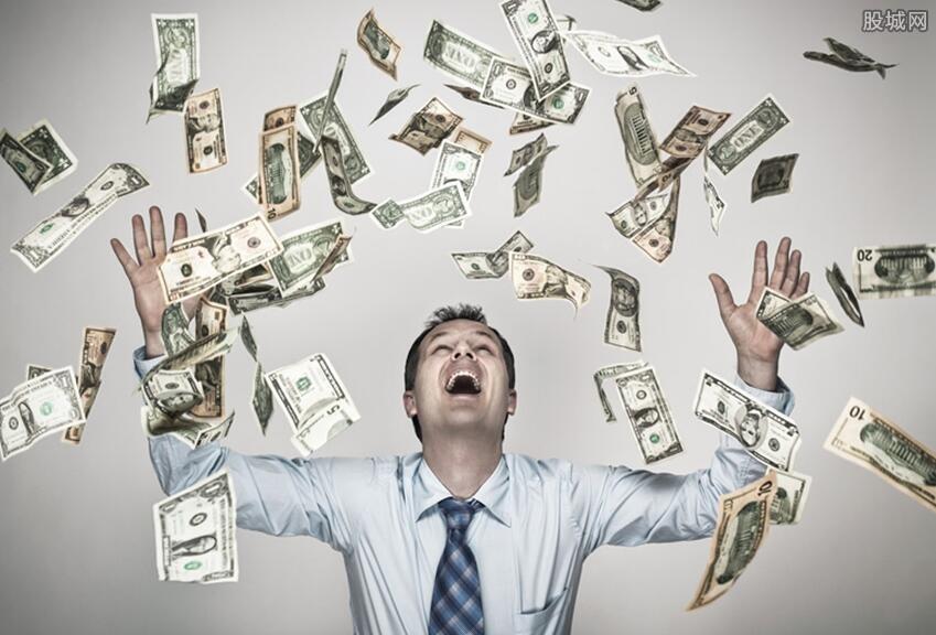 富商破产后带货还债 从亿万身家变成失信人