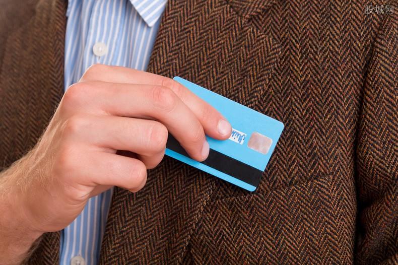 白金信用卡和普通信用卡有啥区别 对比下就清楚了!
